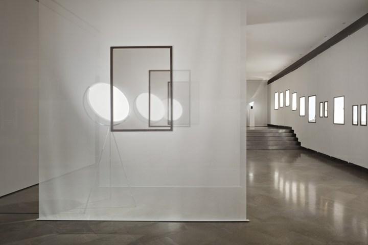 Lo showroom flos si trasforma in galleria d 39 arte for Showroom mobili milano