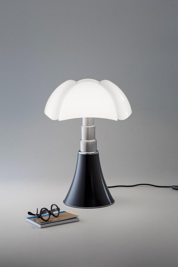 pipistrello flies to the table and minipipistrello moves. Black Bedroom Furniture Sets. Home Design Ideas
