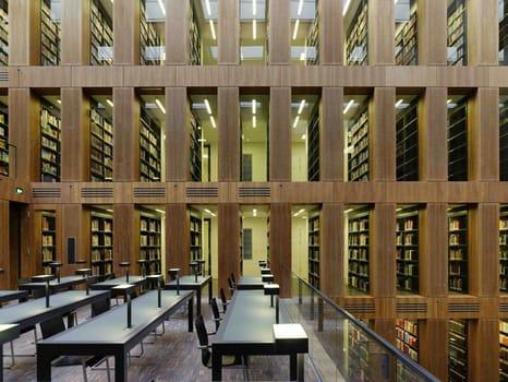 Ciliegio e noce americano per la pi grande biblioteca tedesca for Biblioteca cologne