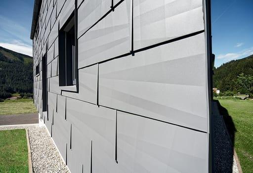 Prefa la forza dell alluminio per una casa nel cuore for Rivestimenti esterni in metallo per case