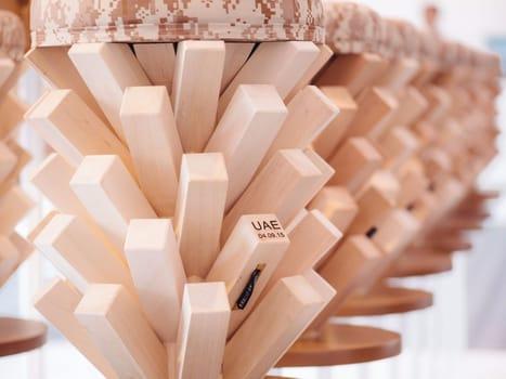 45 sgabelli ispirati agli alberi di palma per 'Win, Victory, & Love' - image q_48910_04 on http://www.designedoo.it