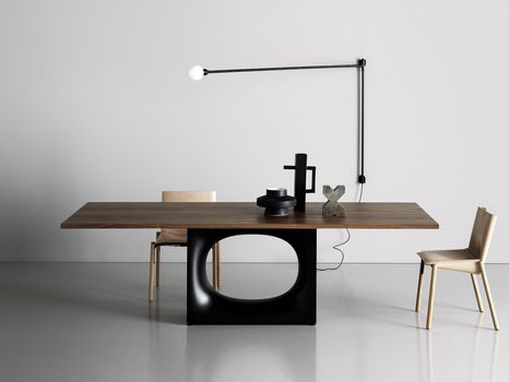 Iconic Kristalia table becomes coffee table and consolle
