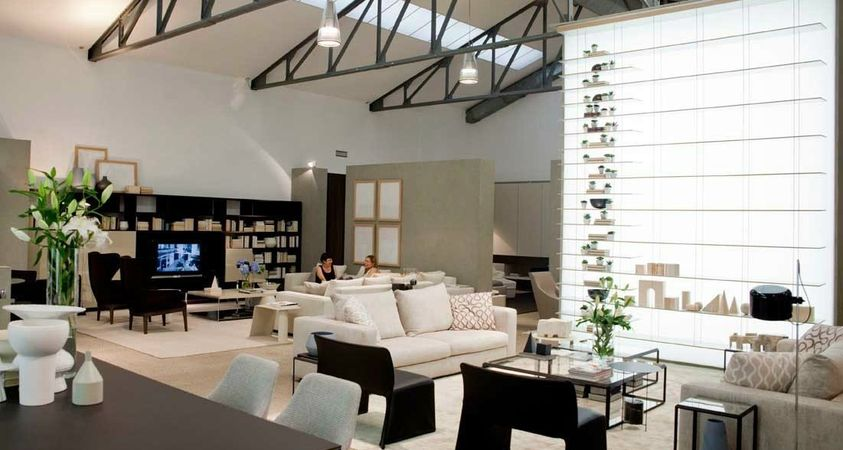 An old warehouse becomes a huge loft