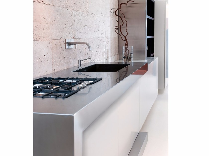 Custom steel and wood kitchen Steel and wood kitchen by TM Italia Cucine