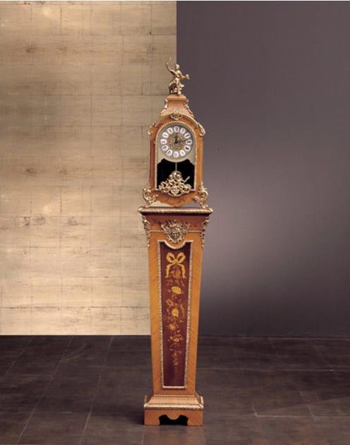 Wooden pedestal 108 | Pedestal by Rozzoni