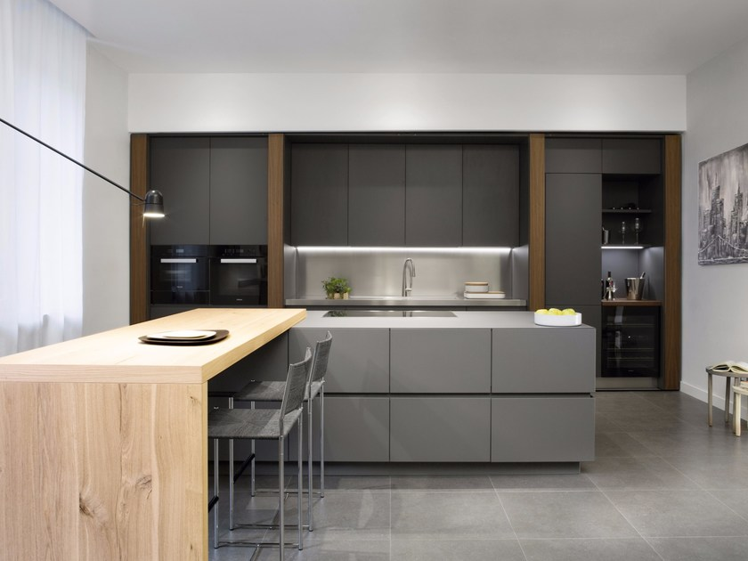 Walnut kitchen with island without handles Walnut kitchen - TM Italia Cucine