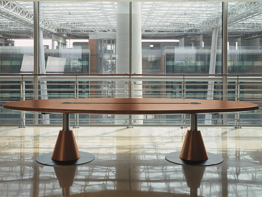 Oval meeting table with cable management 16GRADI | Oval table by ARTOM by Ultom