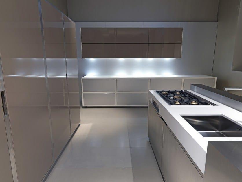 Cucina con isola laccato color tortora lucido 20.10 PROG.043 ...