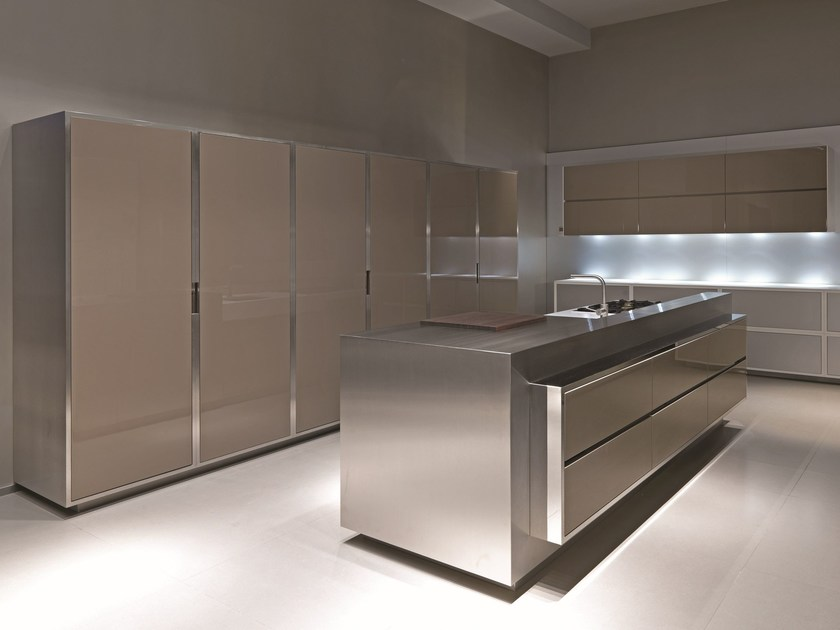 Lacquered stainless steel kitchen 20.10 PROG.043 by Strato Cucine