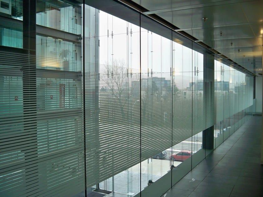 Pellicola per vetri antigraffio autoadesiva decorativa 3m for Finestre velux orizzontali