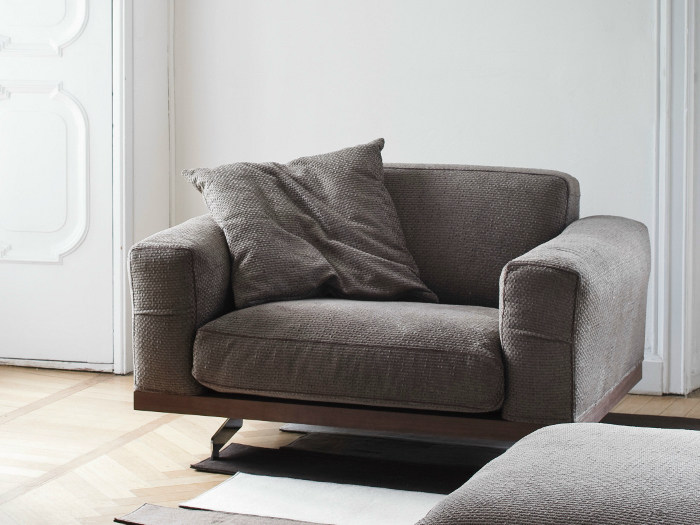 Upholstered armchair with armrests 470 FANCY | Armchair with armrests - Vibieffe