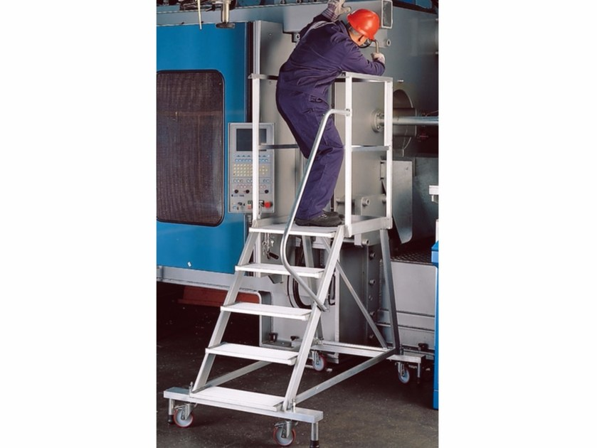 Mobile platform ladder 7100 by Frigerio Carpenterie
