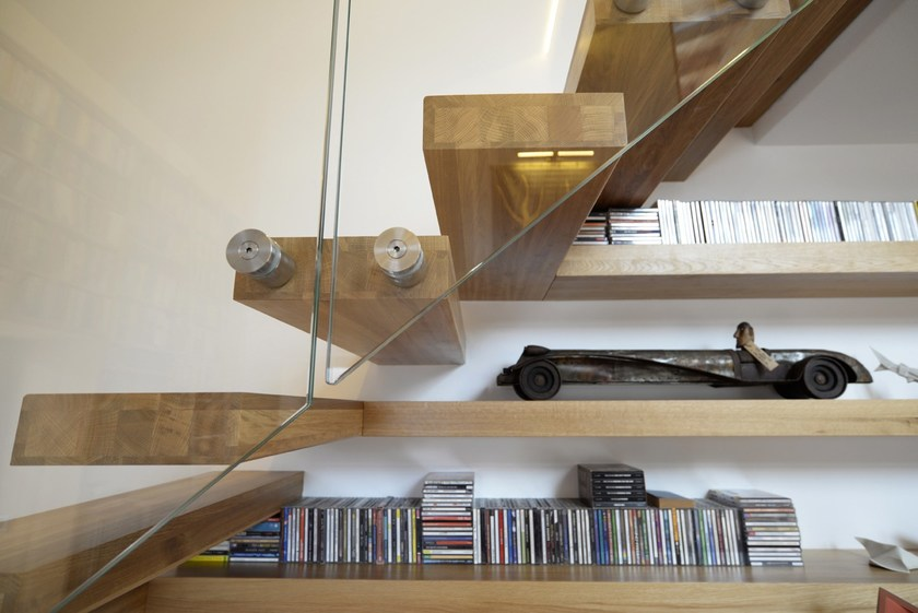 Wooden cantilevered staircase 800 | Cantilevered staircase by Interbau