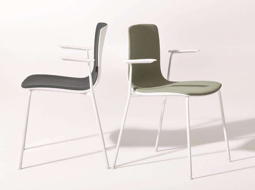 Sedia imbottita in tessuto con braccioli AAVA | Sedia con braccioli - Arper