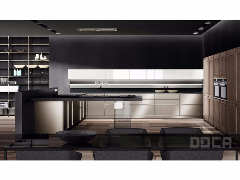 Kitchen with peninsula ANVIL ACERO / FRAME KAREE / IDECO BLANCO by Doca