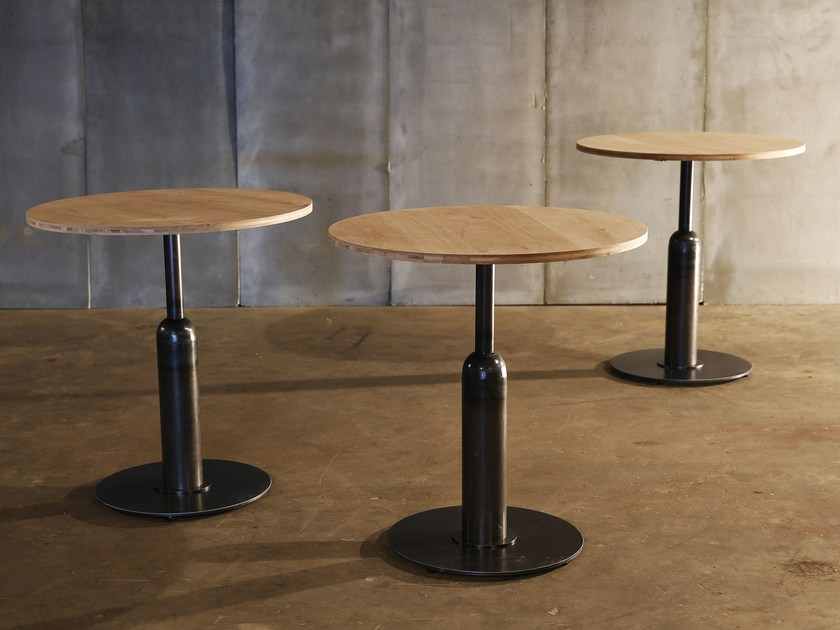 Round oak table APOLLO by Heerenhuis