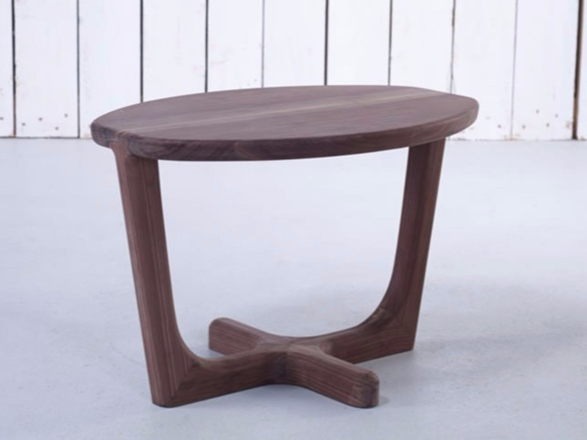 Oval wooden coffee table ARMADA | Coffee table - HOOKL und STOOL