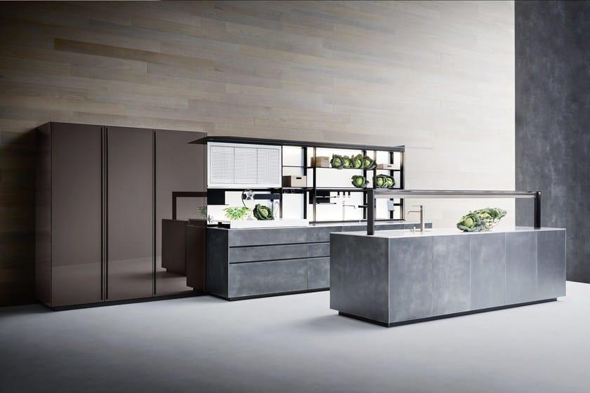 Cucina laccata con isola artematica laccato graffiato for Valcucine prezzi