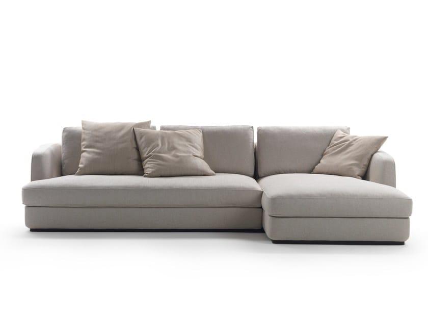Divano con chaise longue barret by mood by flexform design for Flexform divani prezzi