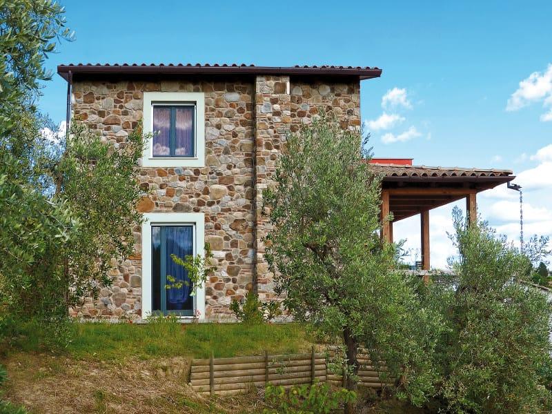 Rivestimento di facciata in pietra artificiale burago p79 for Facciate di case in mattoni e pietra
