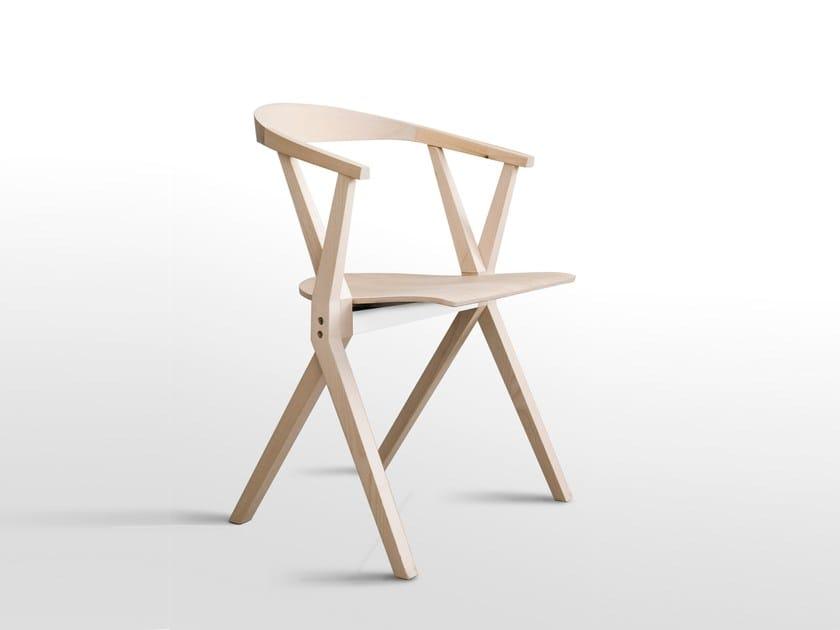 Sedia pieghevole in legno con braccioli chair b sedia in for Sedia design pieghevole