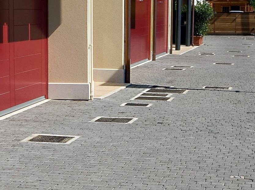 Manhole cover and grille for plumbing and drainage system CHIUSINI E CADITOIE by FAVARO1