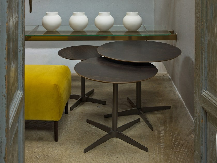 Round tanned leather coffee table CLUB by Verzelloni