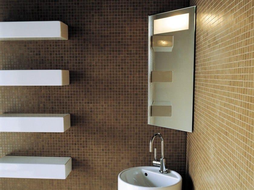 specchio contenitore ad angolo con illuminazione integrata
