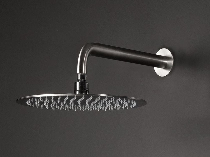 Swivelling shower head with horizontal round shower arm