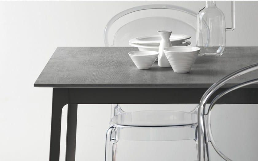 Tavolo quadrato in acciaio e legno dot tavolo quadrato for Tavolo quadrato calligaris