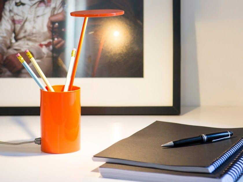 Lampada da tavolo portapenne in alluminio e t formagenda - Portapenne da scrivania ...