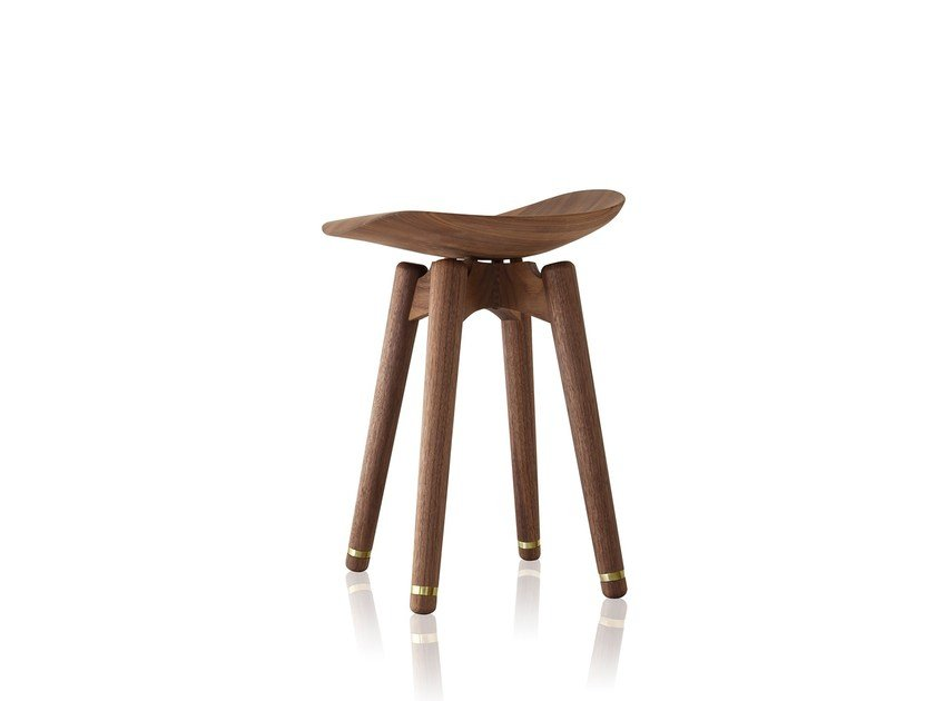Low solid wood stool EASY | Low stool - Sollos