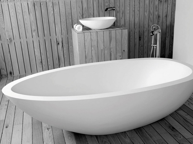 Freestanding oval bathtub ELAINE by JEE-O
