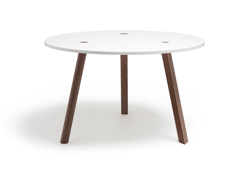 Round dining table EUCLID - jot.jot