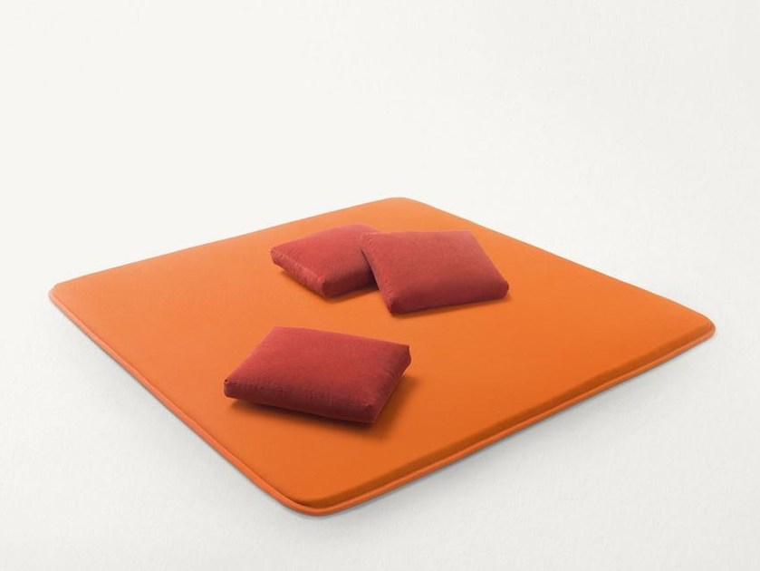 Polyester Garden daybed FLEX by Paola Lenti