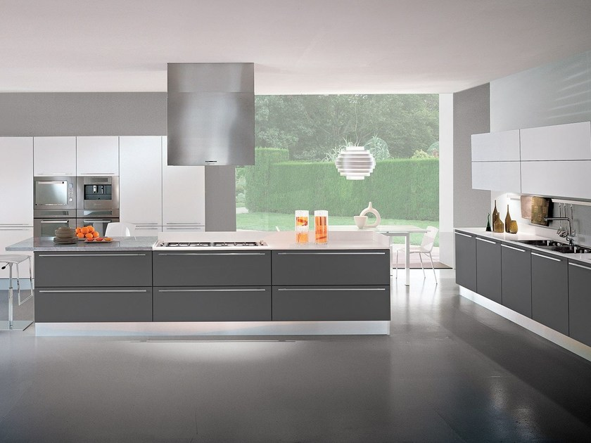 Lacquered fitted kitchen with island FLY | Kitchen - Oikos Cucine