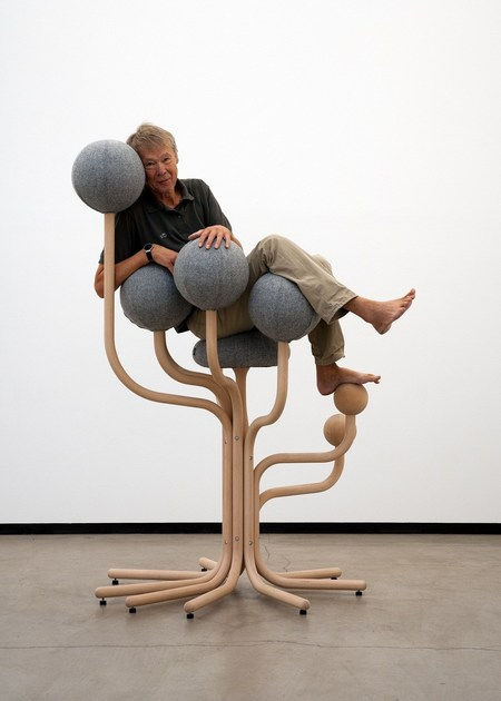 Ergonomic upholstered reception chair GLOBE GARDEN - The Globe Concept by Moment