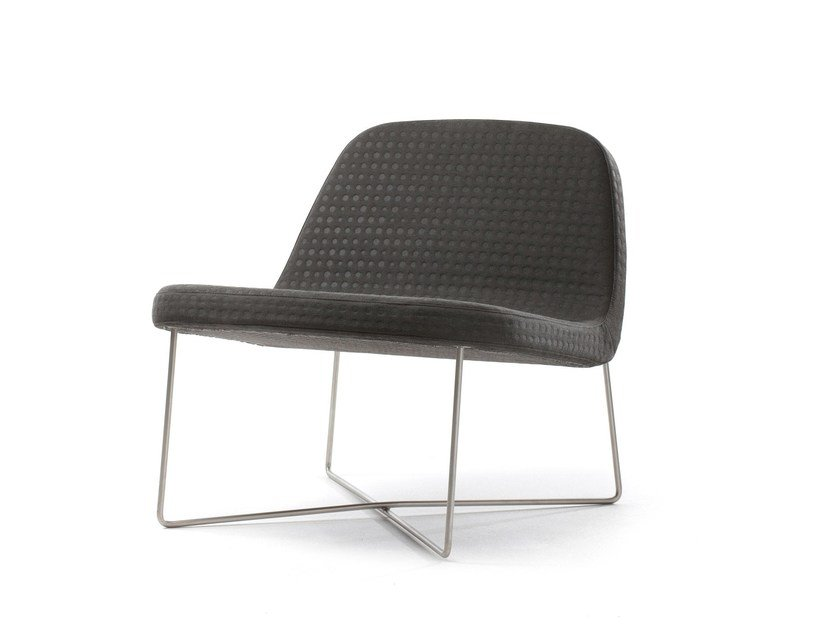 Fabric easy chair HANG ON by Stouby
