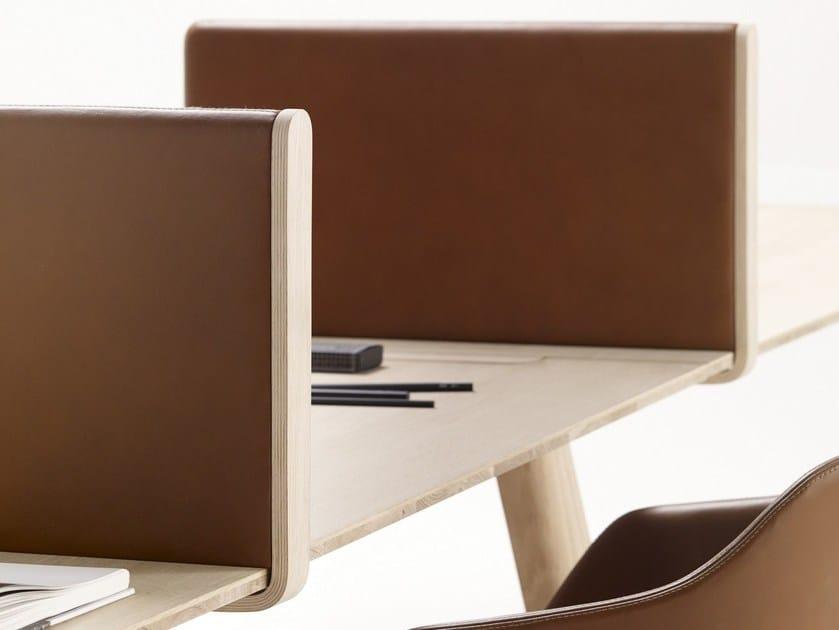 Heldu pannello divisorio mobile by alki design jean louis for Mobile da scrivania