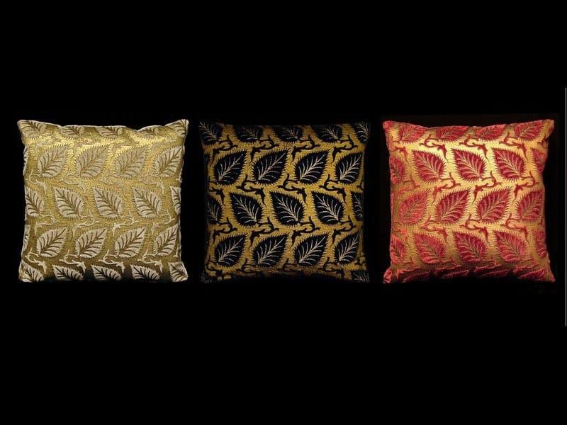 Square velvet cushion HELIANTHUS | Square cushion by Venetia Studium