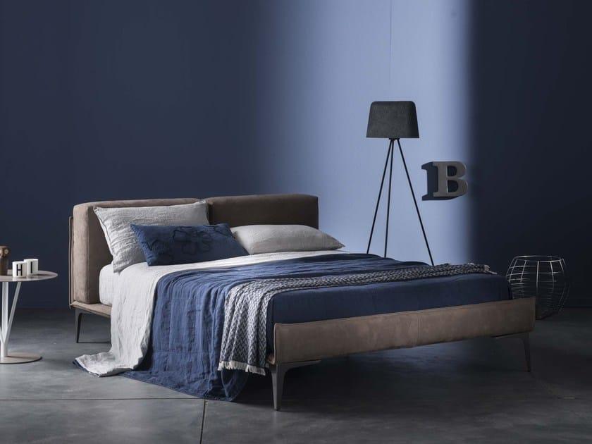 Hand embroidered linen bedding set with floral pattern PRIMULA | Bedding set - LA FABBRICA DEL LINO by Bergianti & Pagliani