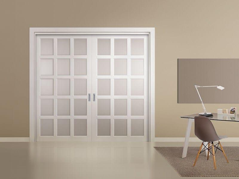 Porta laccata in legno massello e vetro doppia scorrevole i laccati legnoform - Porte scorrevoli vetro e legno ...