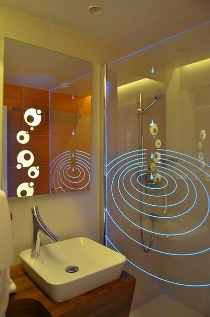 Parete per doccia in vetro con led inspiration glassolutions - Doccia con led colorati ...