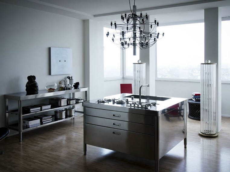 Modulo cucina in acciaio in stile moderno con cassetti con lavello ...