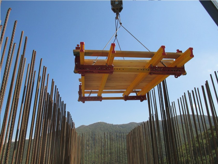 In situ concrete loadbearing masonry system Internal climbing platform - Condor