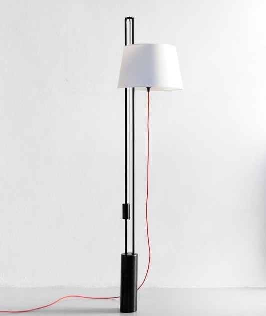 Lampada da terra ad altezza regolabile in ferro jana by for Altezza finestre da terra