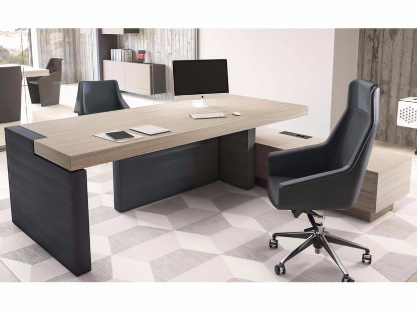 Scrivania ad angolo direzionale con scaffale integrato for Scaffale da scrivania