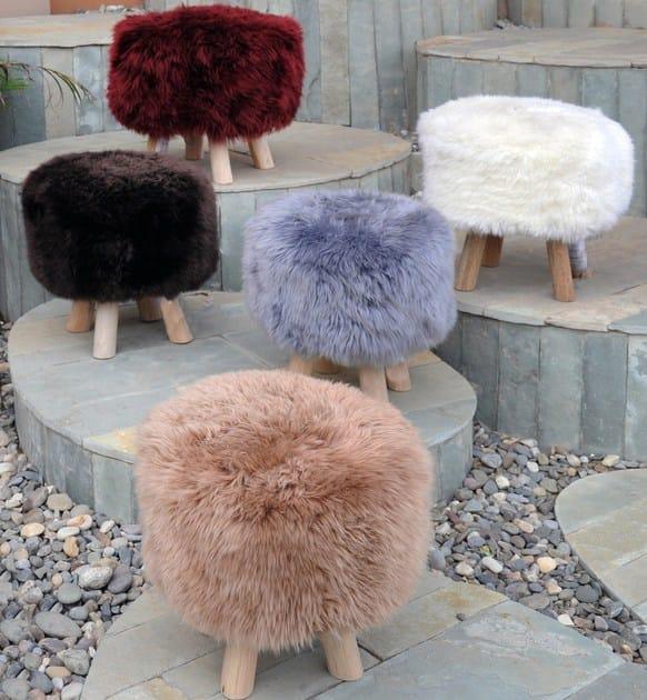 Wooden pouf JIMMY | Natural sheepskin pouf - ITALY DREAM DESIGN - Kallisté