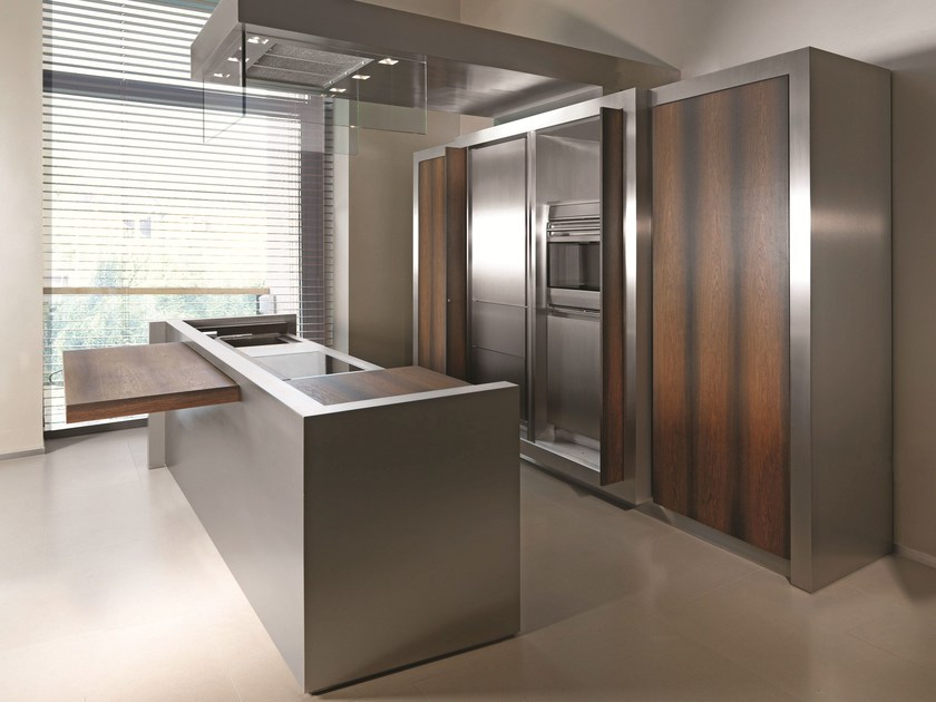 Cucina con isola in legno rovere fossile e acciaio k04 strato cucine - Cucina acciaio e legno ...