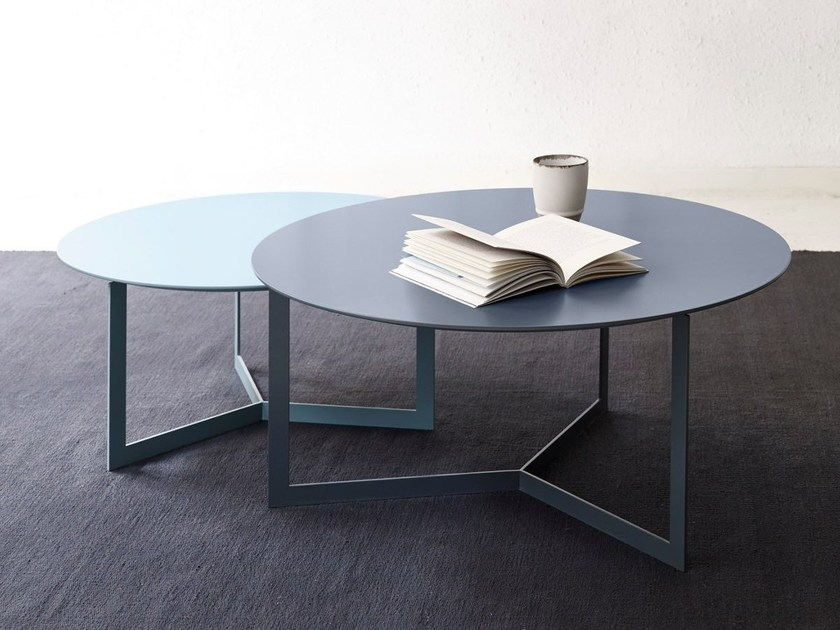 Lacquered wooden coffee table KABI | Lacquered coffee table by TREKU